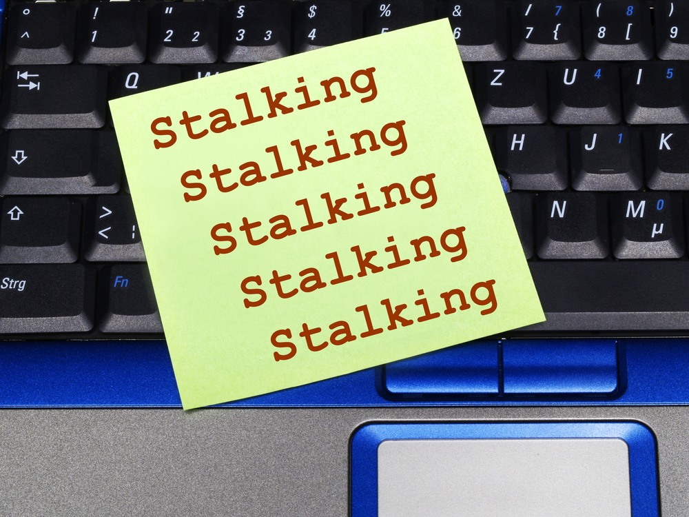 stalking significato